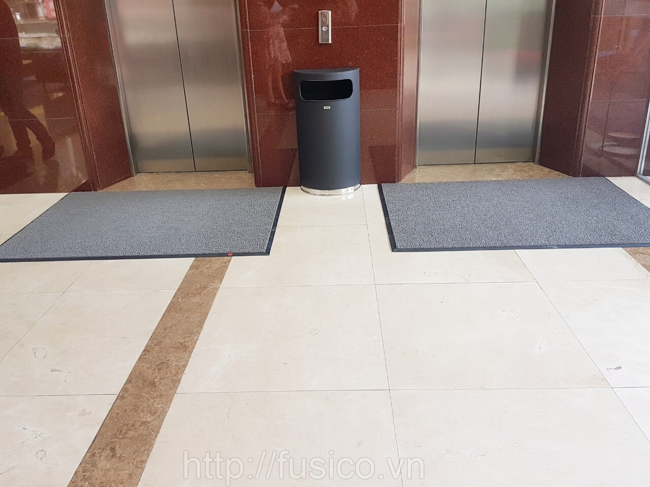 Khu vực thang máy đặt thảm chùi chân 3M 6850