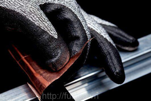 Ứng dụng găng tay chống cắt 3M thực tế